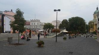 Plac u zbiegu ulic Żeromskiego i Focha w Radomiu